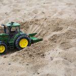 sabbia e trattore